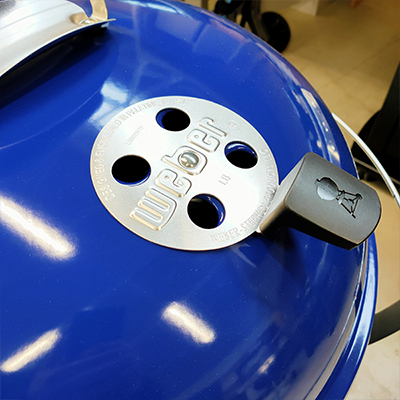 barbecue-a-carbone-weber-master-touch-GBS-C5750-deep-ocean-blue-presa-aria