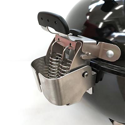 barbecue-a-carbone-weber-master-touch-premium-E-5775-coperchio-incernierato